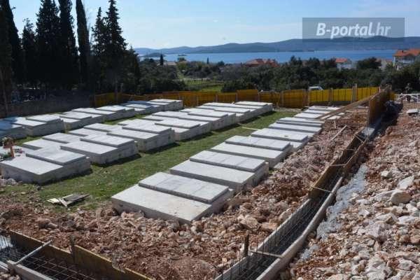 [GROBLJE U SV. PETRU] Izgradnja ogradnog zida i uređenje unutarnjeg okoliša groblja uskoro gotovi