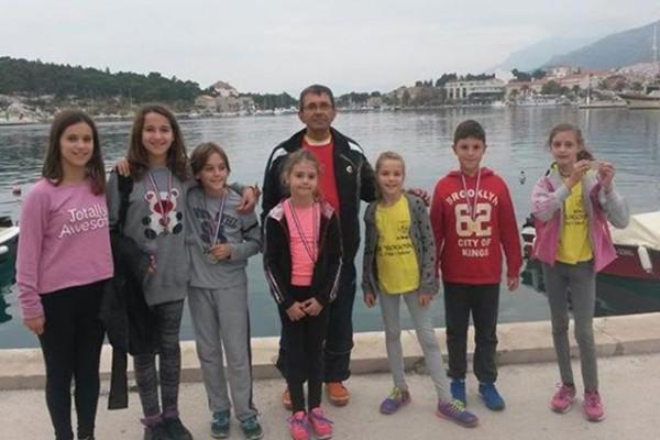 """AŠK """"Rogovo"""" iz Sv. Filipa i Jakova osvojio 6 medalja u Makarskoj"""