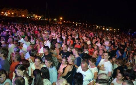 Preko 8.000 fanova na koncertu Parnog valjka