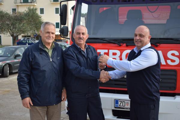 Primopredaja vatrogasnog navalnog vozila DVD-u Sv. Filip i Jakov
