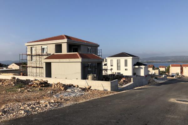 """Vlasnici obiteljskih kuća na Rabatinu u Sv. Filipu i Jakovu: """"Za gradnju smo se odlučili zbog prihvatljive cijene terena te postojeće infrastrukture koja nam je umanjila troškove"""""""