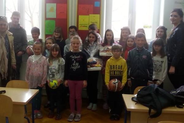 Savjet mladih Općine Sv. Filip i Jakov razveselio je učenike Osnovne škole u Sikovu